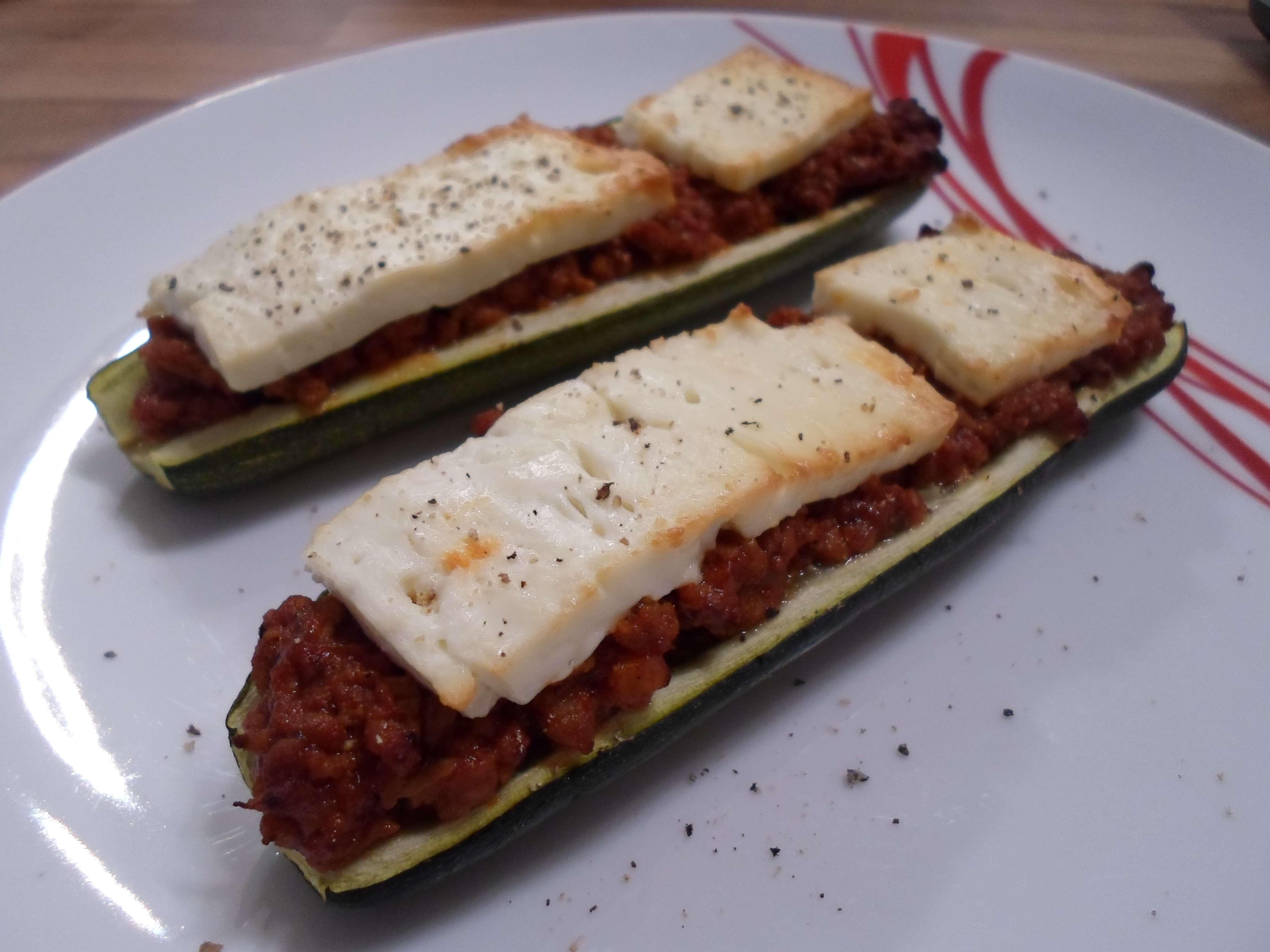 Low Carb gefüllte Zucchini mit Hackfleisch und Feta