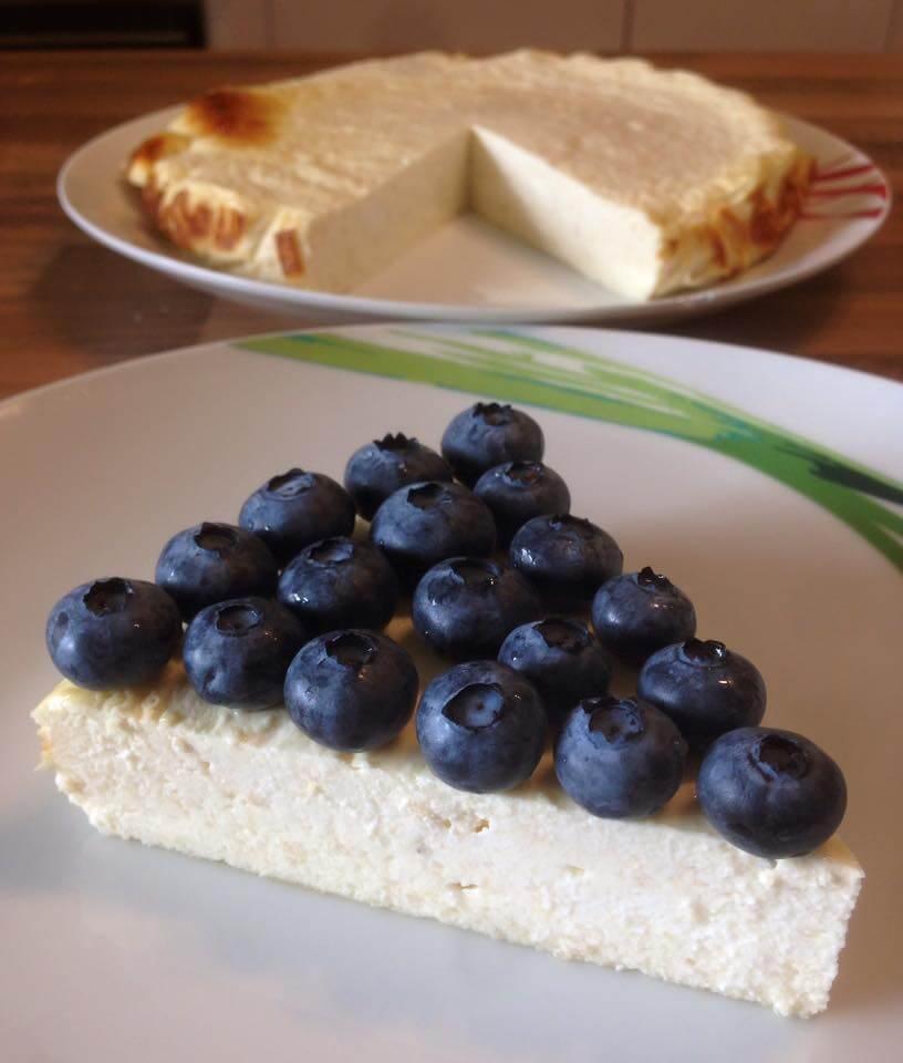 Low Carb Cheesecake mit Blaubeeren - kohlenhydratarm