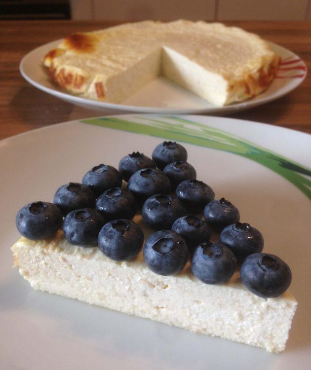 Low Carb Cheesecake mit Blaubeeren