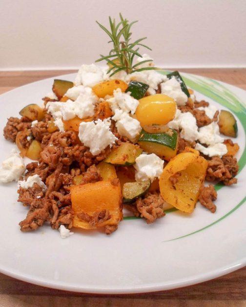 Griechische Hackfleischpfanne mit Gemüse - Low Carb
