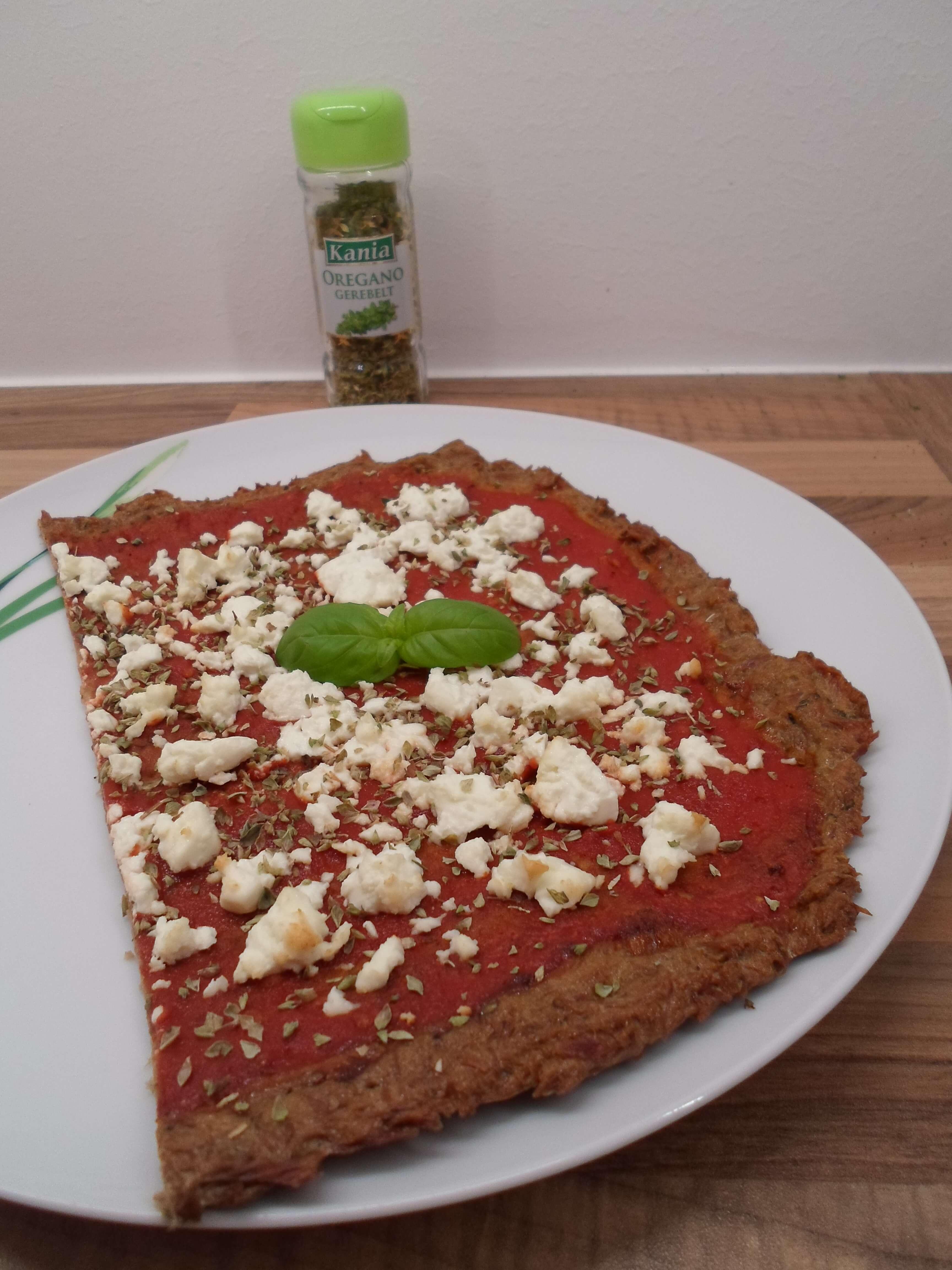 Low Carb Thunfisch Pizza mit Feta - Pizzateig Alternative