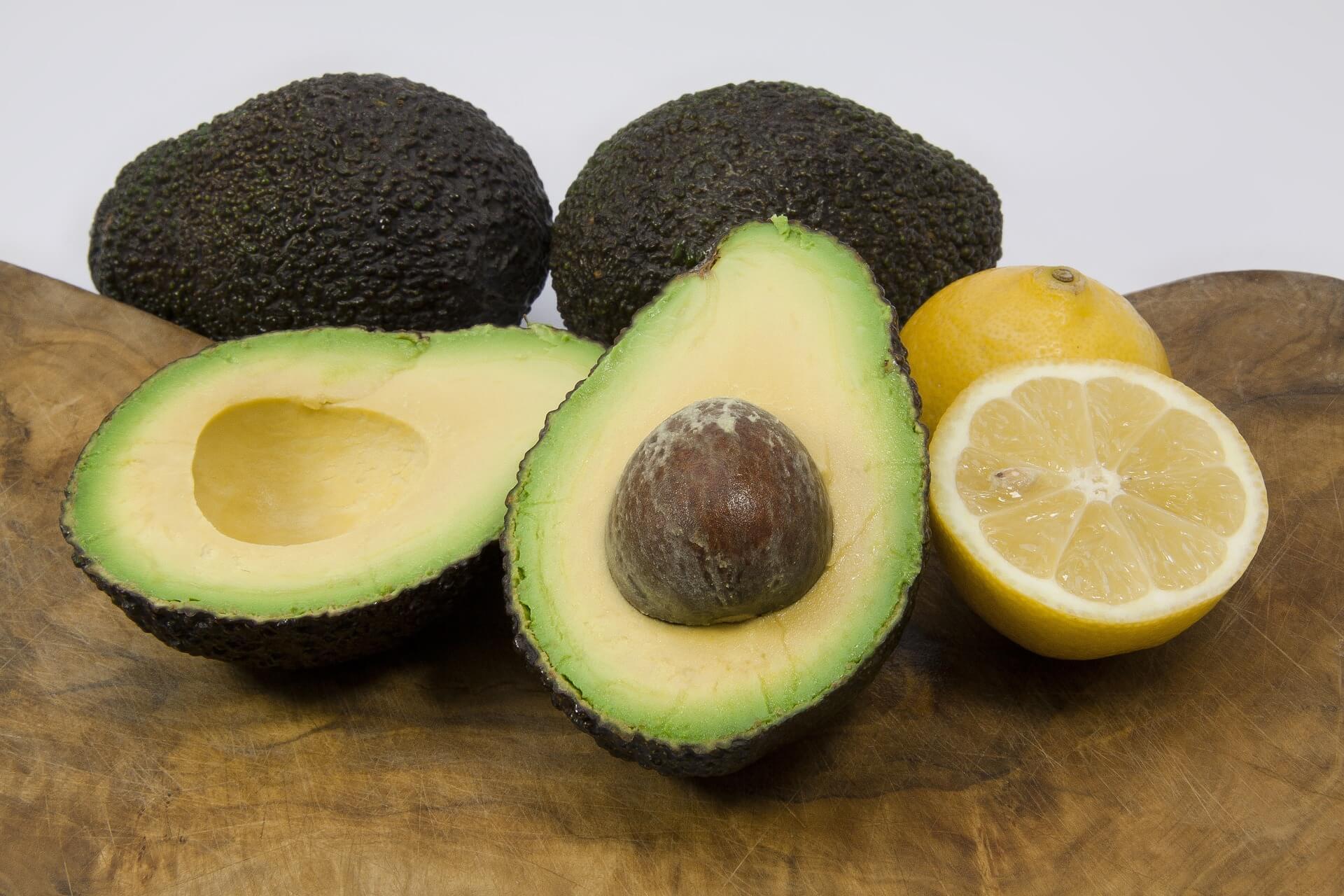 Avocado gesundes fetthaltiges Lebensmittel