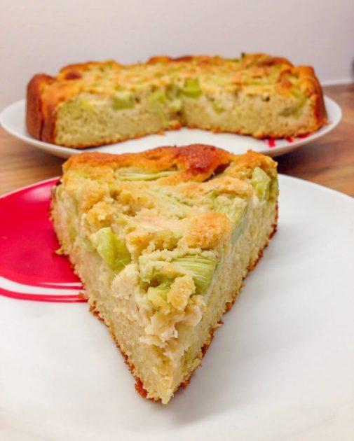 Einfacher Rhabarberkuchen - Gesundes Rezept mit Haferflocken