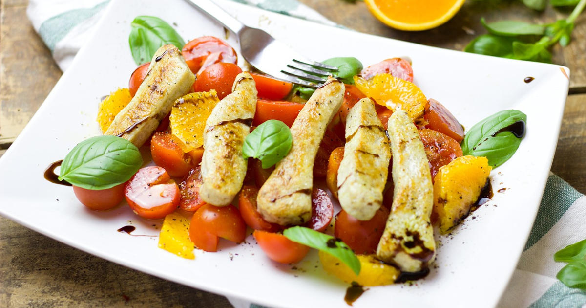 Abnehmen ohne Hunger Titelbild mit Salat