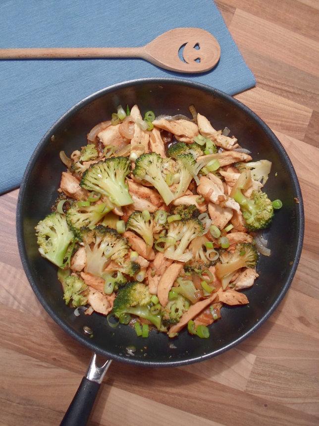 Asiatische Hähnchen Brokkoli Pfanne