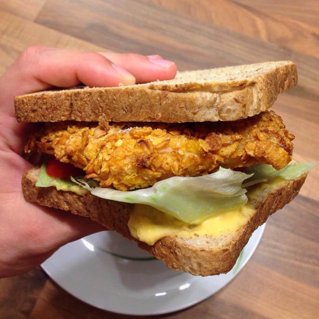 Gesundes Crispy Chicken Sandwich mit wenig Kalorien