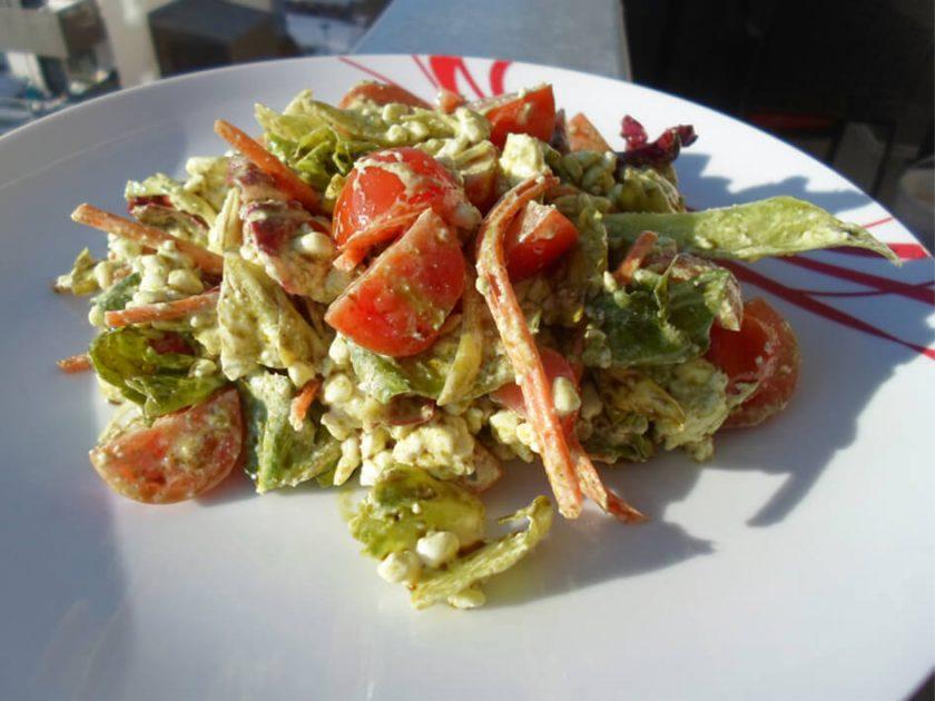 Hüttenkäse Salat mit Kürbiskernöl