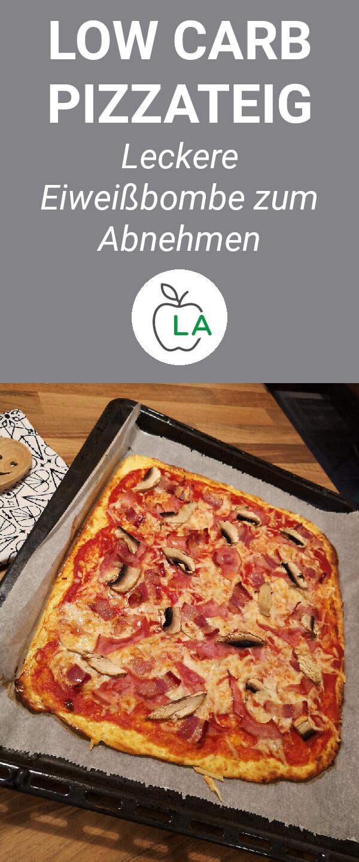 Pizza auf einem Blech