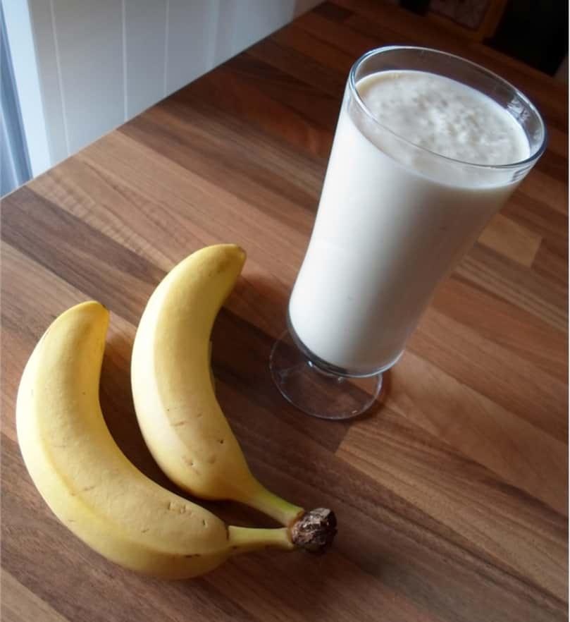 Eiweißshake mit Banane und Mandeln