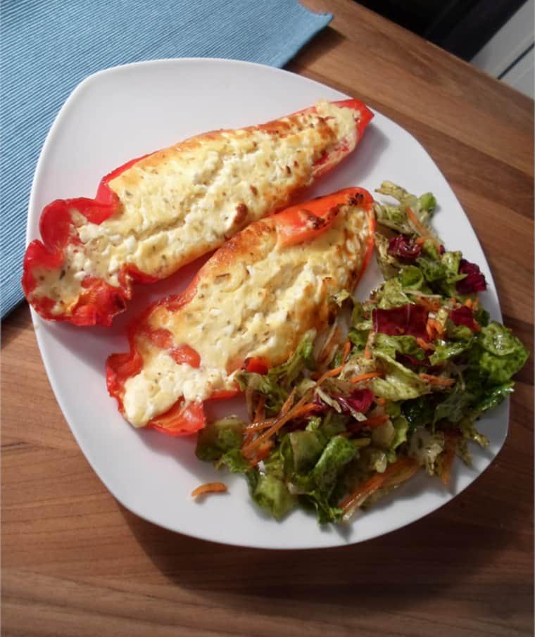 Feta Paprika mit Salat