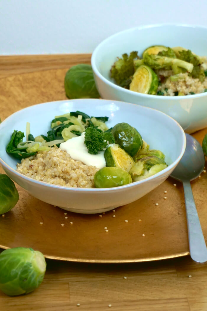 Gesunde Quinoa Bowl mit Gemüse