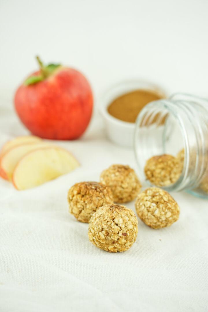 Apfel Zimt Energiebällchen - Zuckerfreier Snack