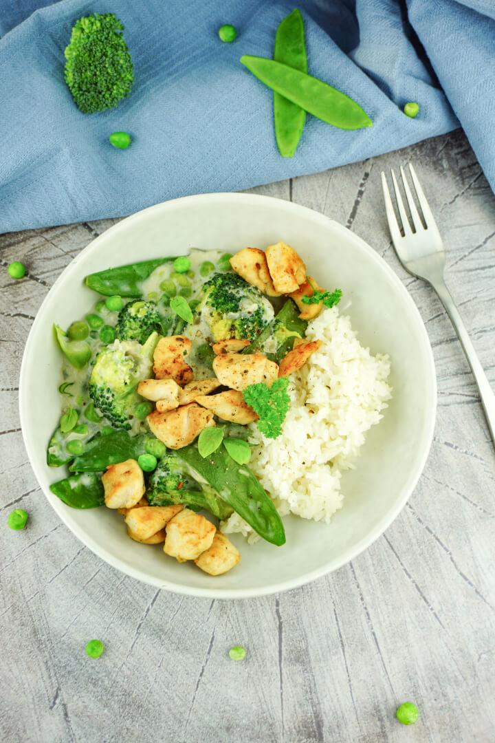 Grüne Low Carb Hähnchenpfanne - Gesundes Rezept