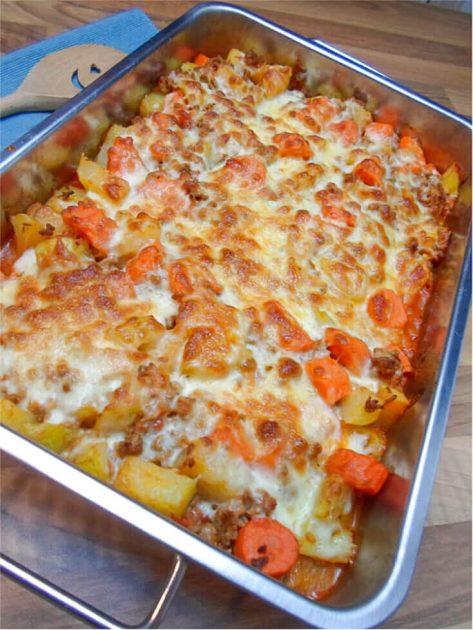 Low Carb Kohlrabi Karotten Hackfleisch Auflauf