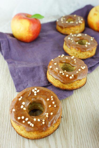 Selbstgemachte und gesunde Apfel Zimt Donuts