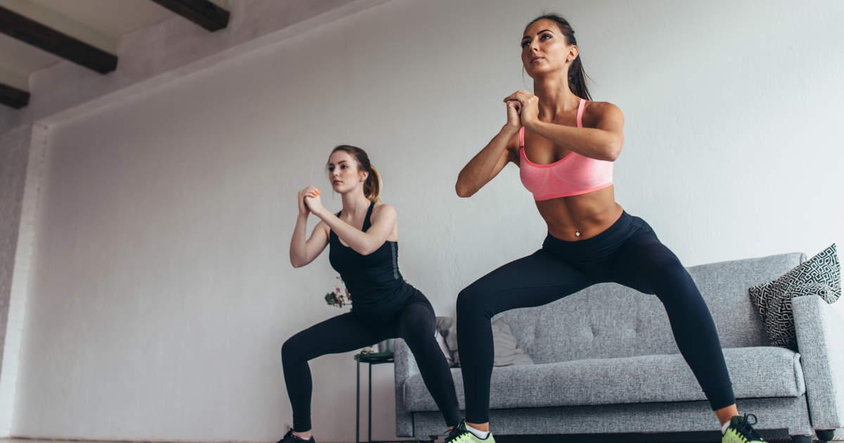 Zwei Frauen beim Beintraining