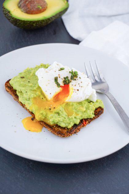 Avocado Ei Brot als gesunde Frühstücksidee