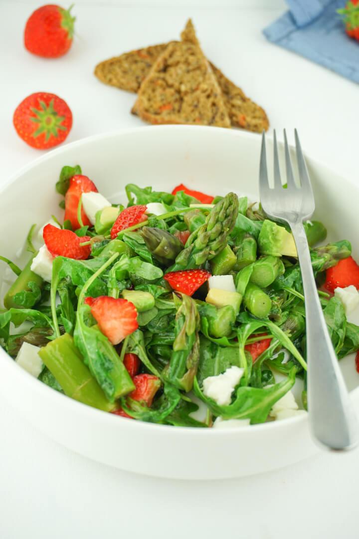 Spargelsalat mit Erdbeeren - Gesundes Rezept