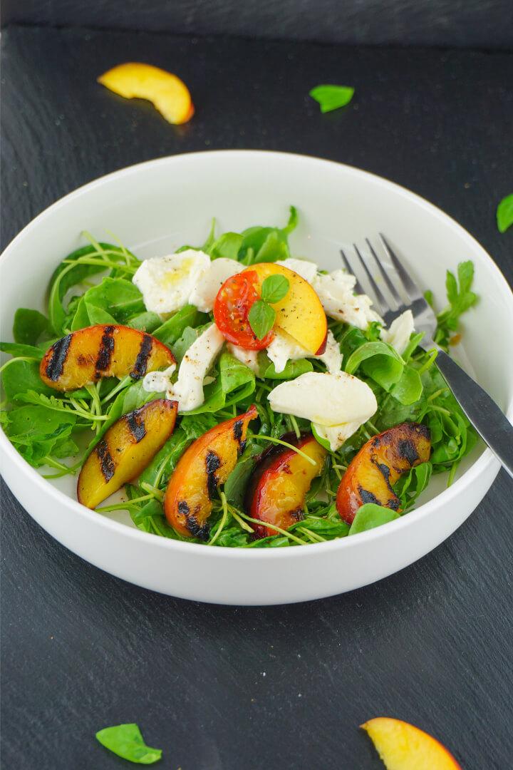 Mozzarella Salat mit Pfirsich