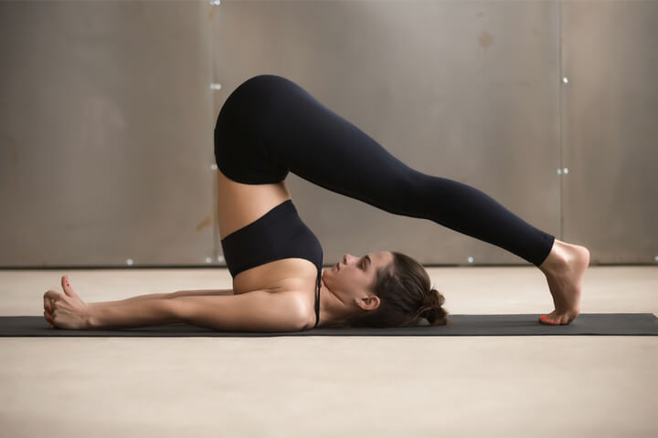 Halasana als Yoga Übung für Anfänger