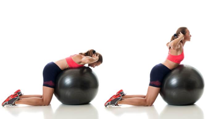Gymnastikball Übung für den unteren Rücken