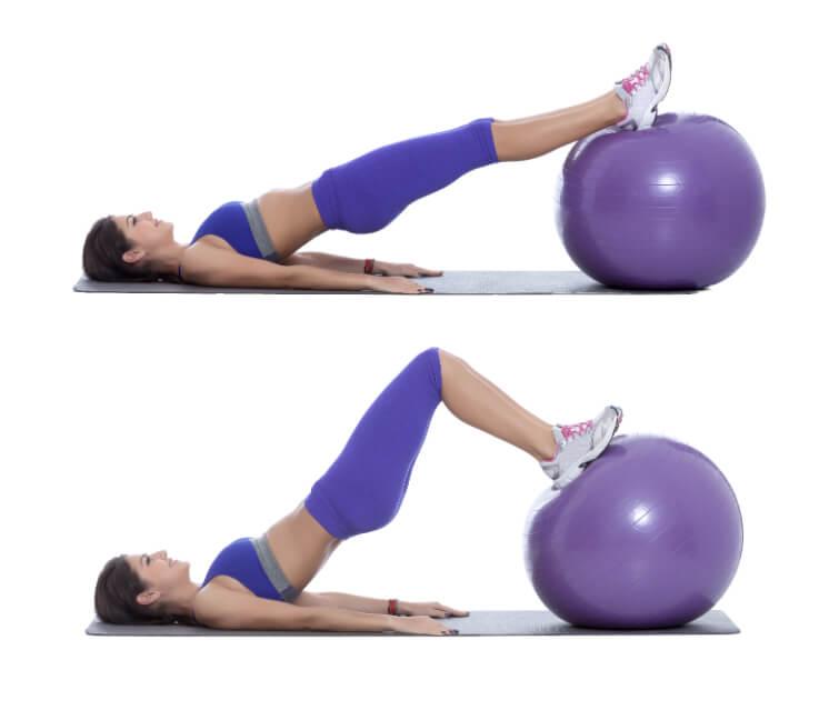 Gymnastikball Übung für die hinteren Oberschenkel