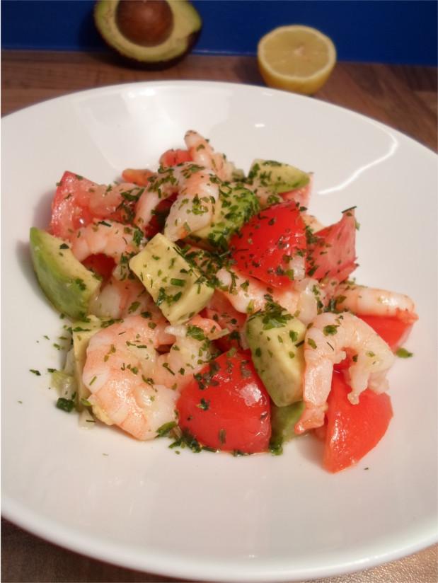Salat mit Avocado und Shrimps
