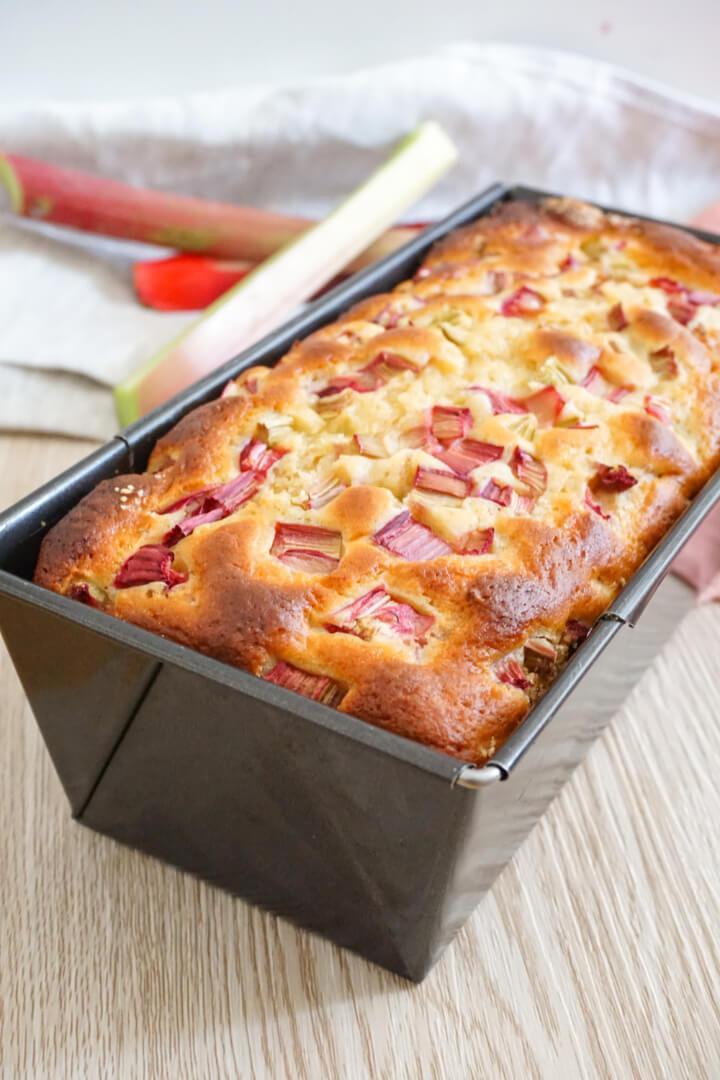 Gesunder Rhabarberkuchen ohne Zucker