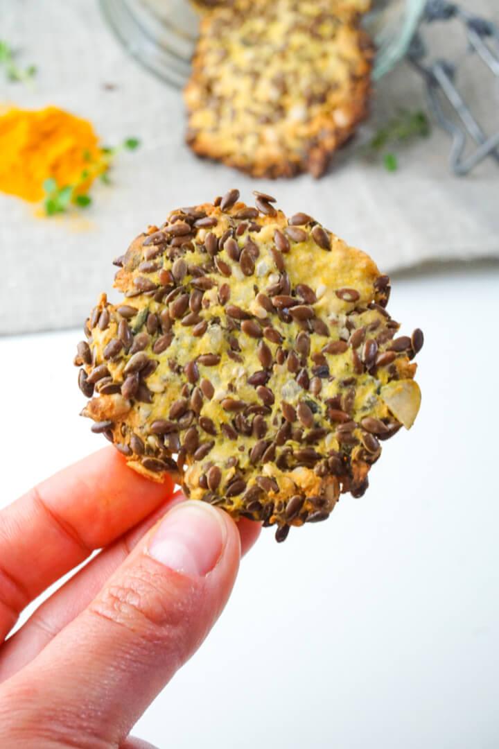 Low Carb Cracker mit Leinsamen