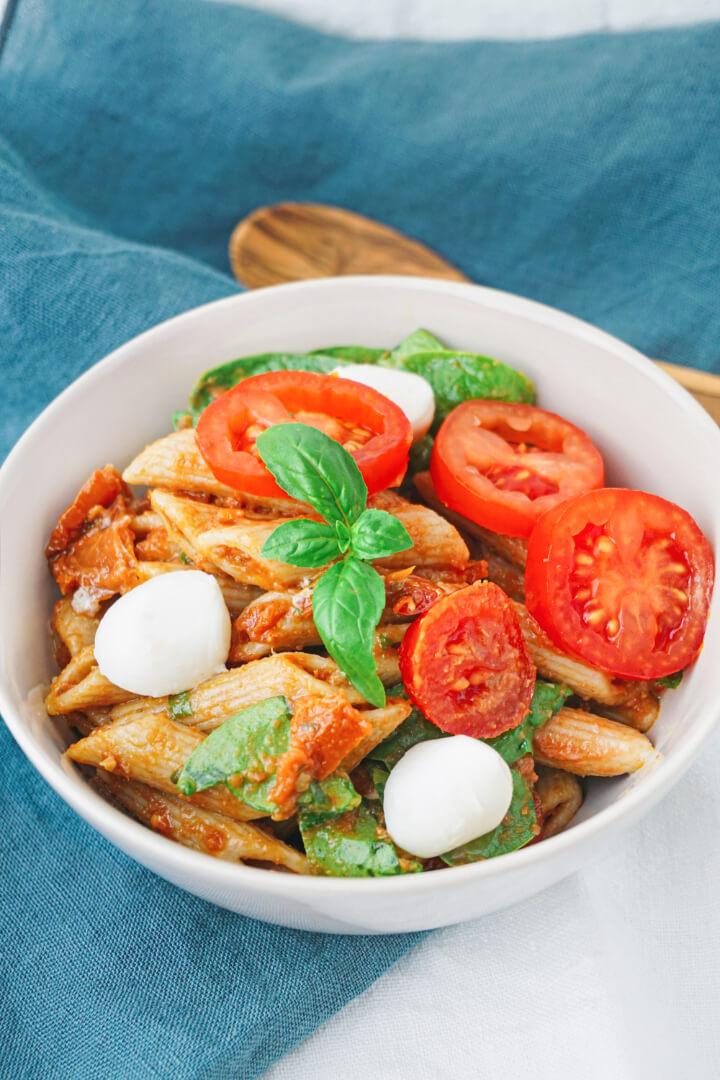Italienischer Nudelsalat mit Pesto