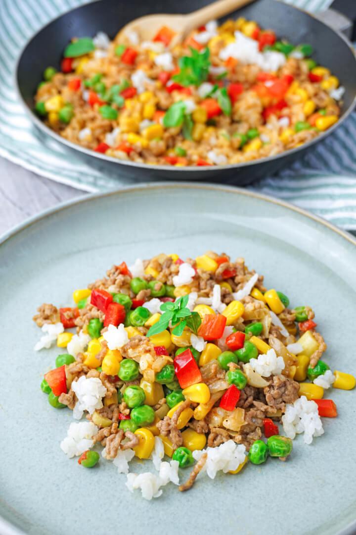 Gesunde Hackfleischpfanne mit Reis