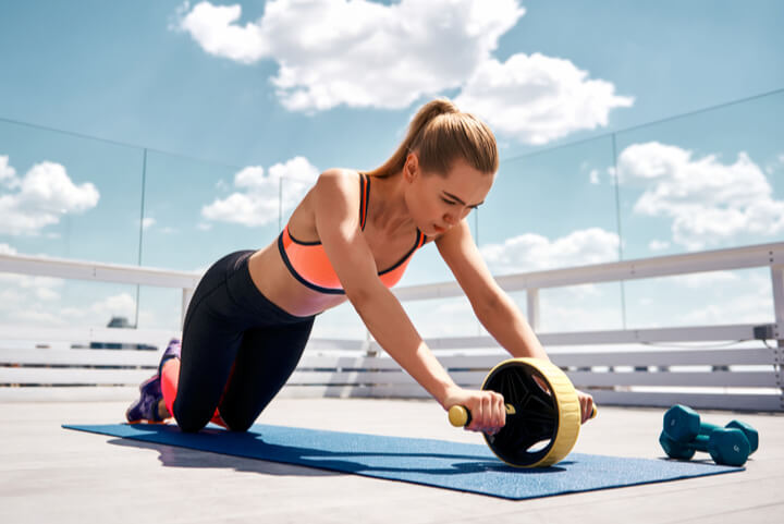 Roll Outs als Übungen für die unteren Bauchmuskeln