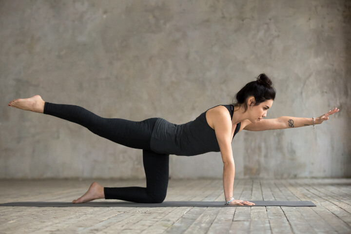 Abnehmen durch Yoga Haltung Vyaghrasana