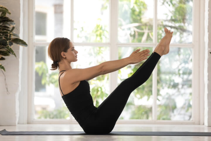 Abnehmen durch Yoga Übung Navasana