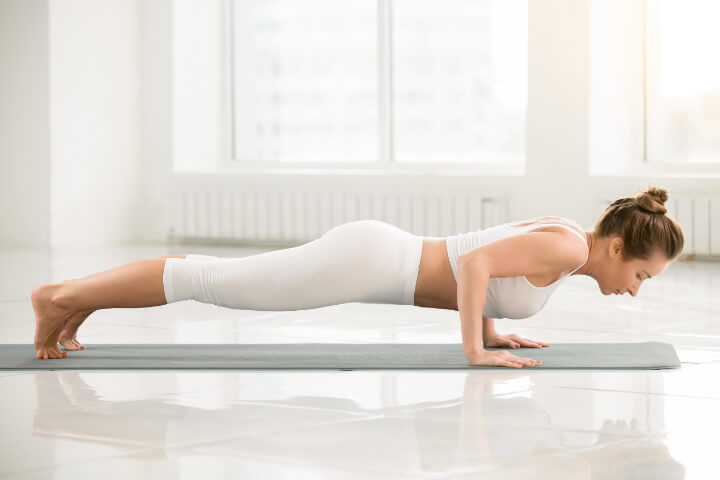 Chaturanga als Yoga Übung zum Abnehmen