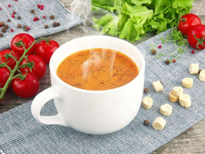 Tomatensuppe als Snack gegen Bauchfett