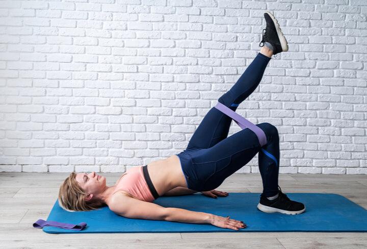 Beckenheben einbeinig als Übung für den Po