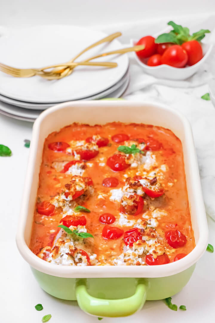 Überbackene Putenschnitzel in Tomaten-Frischkäse-Sauce