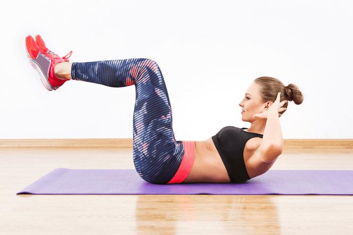 Crunches als Bauchübung für Zuhause